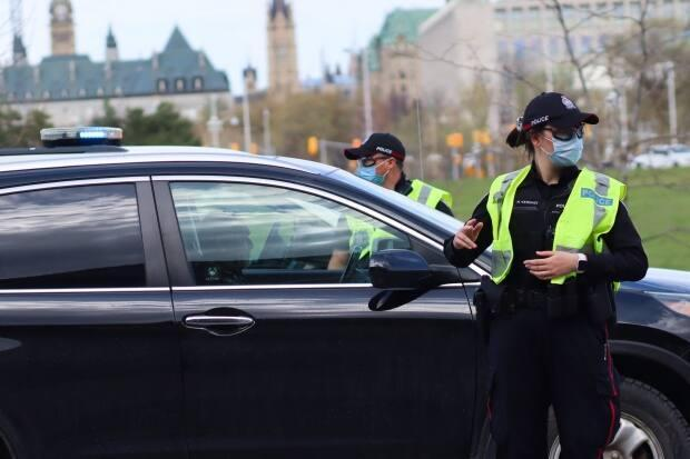 Ottawa Police Service officers staff a checkpoint on the Ontario side of the Chaudière Bridge on April 19, 2021. The next day, police announced they'd only be enforcing the checkpoints sporadically. (Trevor Pritchard/CBC - image credit)