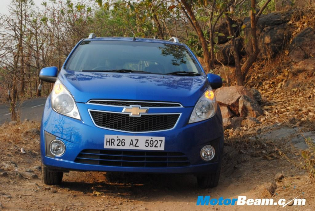 Chevrolet is offering free insurance on both the petrol and diesel models of its Beat and a cash discount of Rs. 20,000/- on Spark.  Rs. 10,000/- exchange bonus is applicable to both of them.