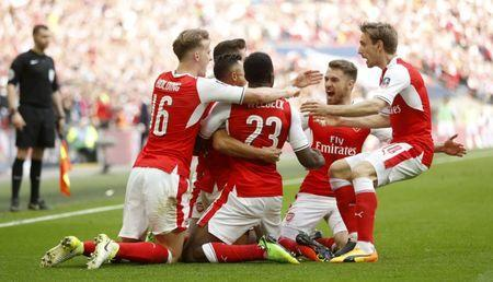 Britain Football Soccer - Arsenal v Manchester City - FA Cup Semi Final - Wembley Stadium - 23/4/17 Arsenal's Alexis Sanchez celebrates scoring their second goal with team mates Action Images via Reuters / Carl Recine Livepic