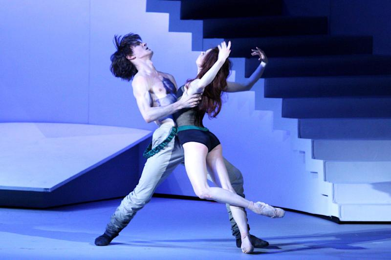 """Russian ballet dancers Ekaterina Krysanova and Vladislav Lantratov (L) performing during the premiere of """"The Taming of the Shrew"""" on July 4, 2014 in Moscow (AFP Photo/-)"""