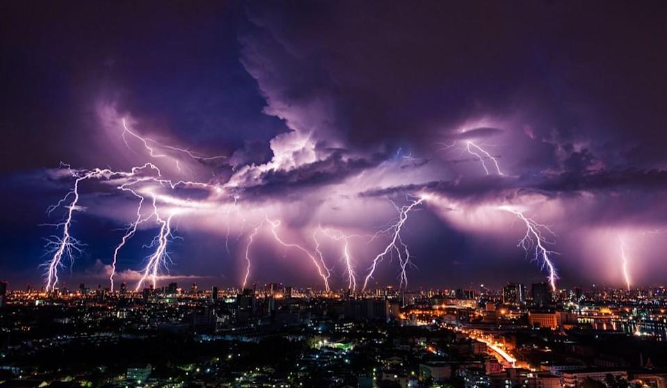 "<span>If you consider that each bolt of lightning contains more than </span><a href=""http://www.physics.org/facts/toast-really.asp"" rel=""nofollow noopener"" target=""_blank"" data-ylk=""slk:5 billion Joules"" class=""link rapid-noclick-resp""><span>5 billion Joules</span></a><span> of energy, then the average 1000-watt, two-slice toaster could be powered for 84,000 minutes with just one strike. That's just enough time to toast about 100,000 slices of bread, bagels, English muffins—whatever you prefer.</span>"