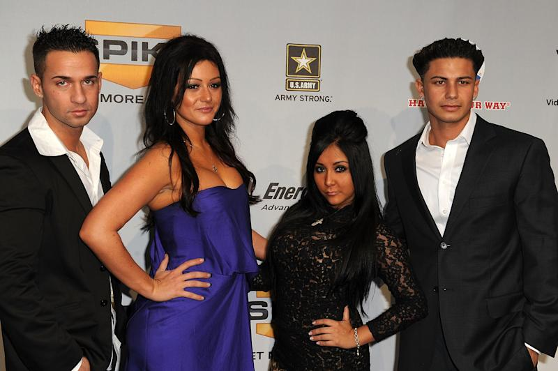 """Mike """"The Situation"""" Sorrentino, Jenni """"J-Woww"""" Farley, Nicole """"Snooki"""" Polizzi, and Pauly D in 2009"""