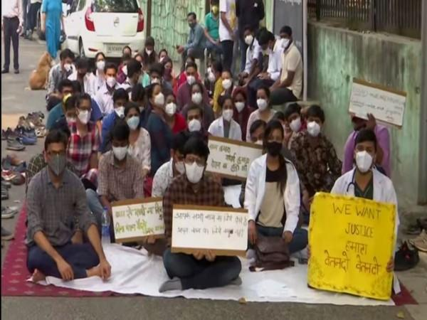 Resident doctors of Hindu Rao Hospital protesing against non-payment of salaries. (File Photo)