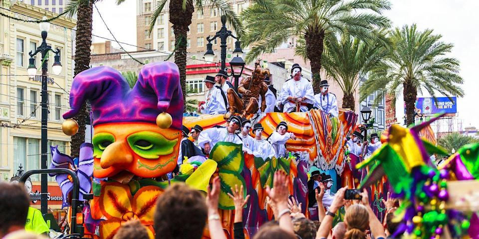 <p>It's not just a tradition—it's the law! Everyone on the float must wear a mask or paint their face. The practice was originally started to encourage people to mingle and talk to those outside of your social circle. </p>