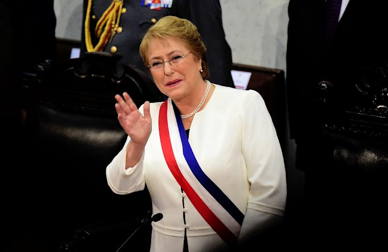 Chilean President Michelle Bachelet waves as she delivers the annual presidential message at the Congress in Valparaiso on May 21, 2015 (AFP Photo/Martin Bernetti)