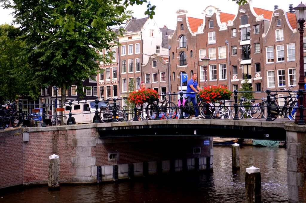 I step out of the boat and walk along the streets of Jordaan, another area in Amsterdam which has some of the most charming canals with bridges decked with roses and tulips. Tree branches dip gently into the water, forming ripples as you drink a cup of coffee and watch life move in slow motion.