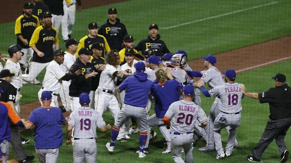 Mets Pirates benches clear