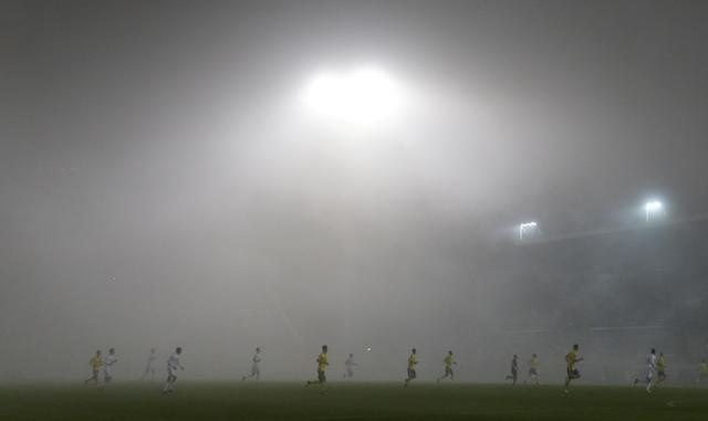 Soccer Football - Europa League - FC Fastav Zlin vs F.C. Copenhagen - Andruv Stadion, Olomouc, Czech Republic - October 19, 2017 General view of the fog during the match REUTERS/David Cerny TPX IMAGES OF THE DAY