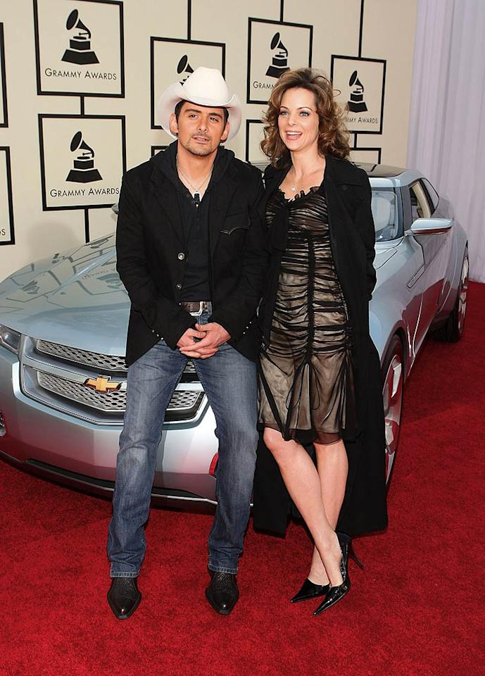 """Brad Paisley posed with his wife, actress Kimberly Williams, before taking home a Grammy for Best Country Instrumental Performance (""""Throttleneck""""). John Shearer/<a href=""""http://www.wireimage.com"""" target=""""new"""">WireImage.com</a> - February 10, 2008"""