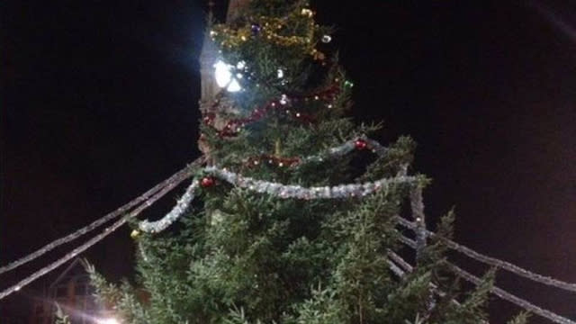 'Heavy tinsel' blamed for Leicester's half-finished Christmas tree