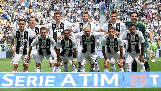 Soccer Football - Serie A - Juventus vs Hellas Verona - Allianz Stadium, Turin, Italy - May 19, 2018 Juventus players pose for a team group photo before the match REUTERS/Massimo Pinca