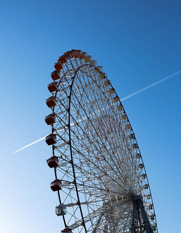 The Tempozan Ferris Wheel in Osaka is 112 meters tall and was once the tallest ferris wheel in the world.