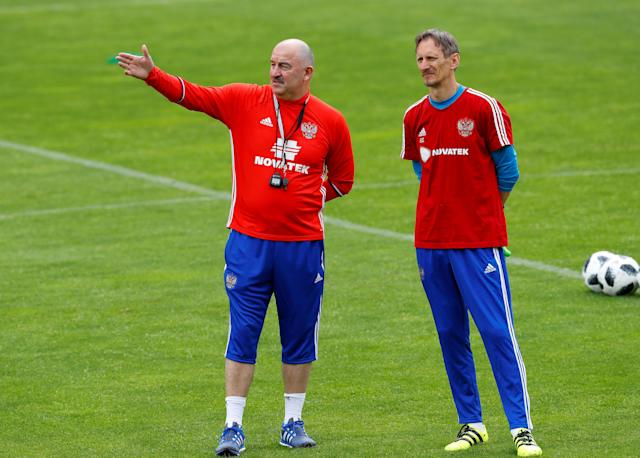Soccer Football - FIFA World Cup - Russia Training - Neustift, Austria - May 22, 2018 Russia coach Stanislav Cherchesov and goalkeeping coach Gintaras Stauce during training REUTERS/Leonhard Foeger