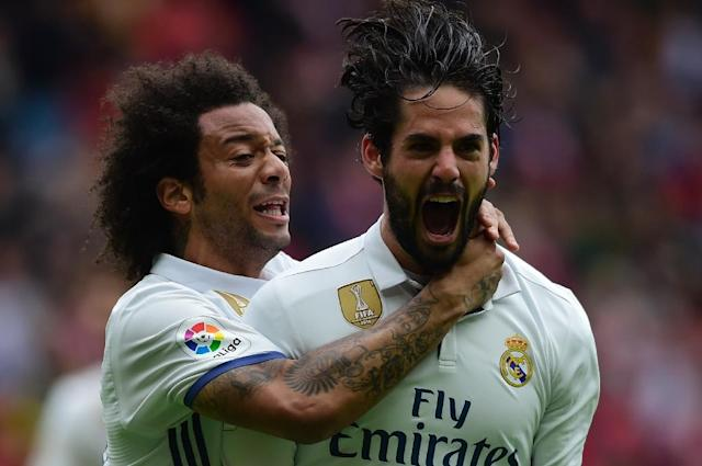 Real Madrid's Isco (R) is congratulated by Marcelo after scoring a goal during the Spanish league football match against Real Sporting de Gijon on April 15, 2017 (AFP Photo/MIGUEL RIOPA)