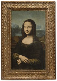 A version of the Mona Lisa in a golden frame.
