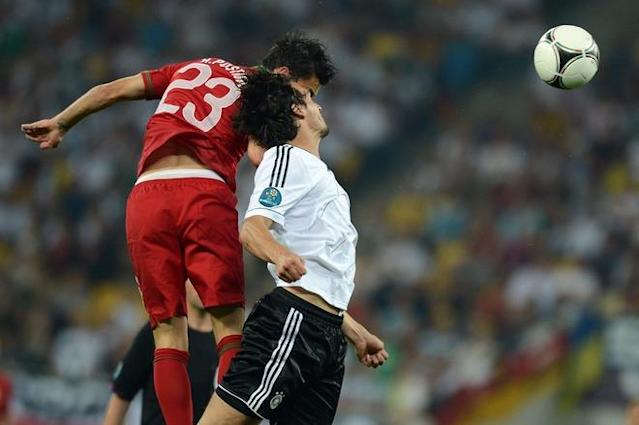 Portuguese forward Helder Postiga (L) vies with German defender Mats Hummels during the Euro 2012 championships football match Germany vs Portugal on June 9, 2012 at the Arena Lviv. AFP PHOTO / JEFF PACHOUDJEFF PACHOUD/AFP/GettyImages