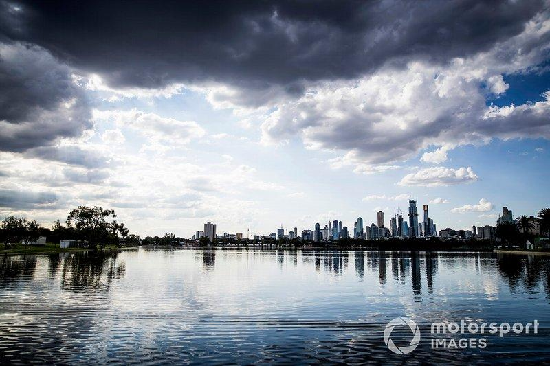 "The Melbourne skyline<span class=""copyright"">Sam Bloxham / Motorsport Images</span>"