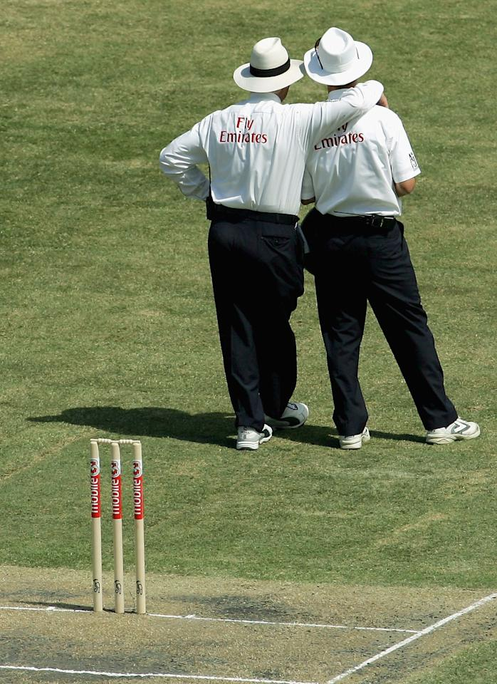 MELBOURNE, AUSTRALIA - DECEMBER 26:  Umpires Rudy Koertzen and Jeremy Lloyds rest during a break in play during day one of the Second Test between Australia and Pakistan at the Melbourne Cricket Ground December 26, 2004 in Melbourne, Australia.  (Photo by Ryan Pierse/Getty Images)