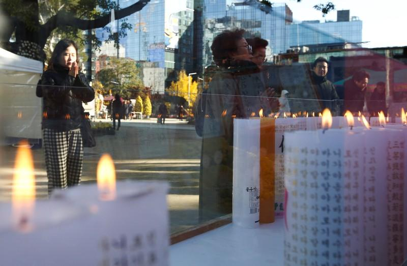 Parents pray for their children's success in the college entrance examinations at a Buddhist temple in Seoul
