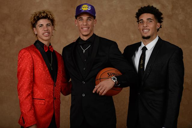 "(From left) LaMelo Ball, <a class=""link rapid-noclick-resp"" href=""/ncaab/players/136151/"" data-ylk=""slk:Lonzo Ball"">Lonzo Ball</a> and LiAngelo Ball on the night Lonzo was drafted by the Lakers. (Getty)"