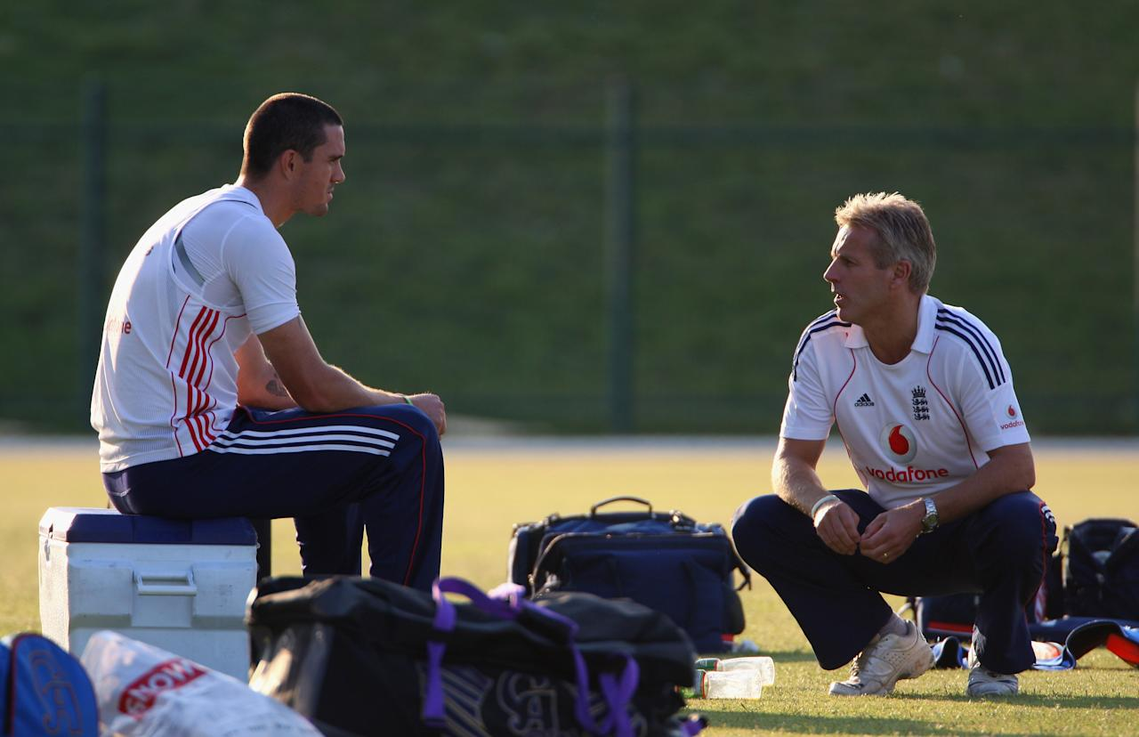 ABU DHABI, UNITED ARAB EMIRATES - DECEMBER 05:  Kevin Pietersen of Englandhas a chat with coach Peter Moores during the England nets session at the Sheikh Zayed Stadium on December 5, 2008 in Abu Dhabi, United Arab Emirates.  (Photo by Tom Shaw/Getty Images)