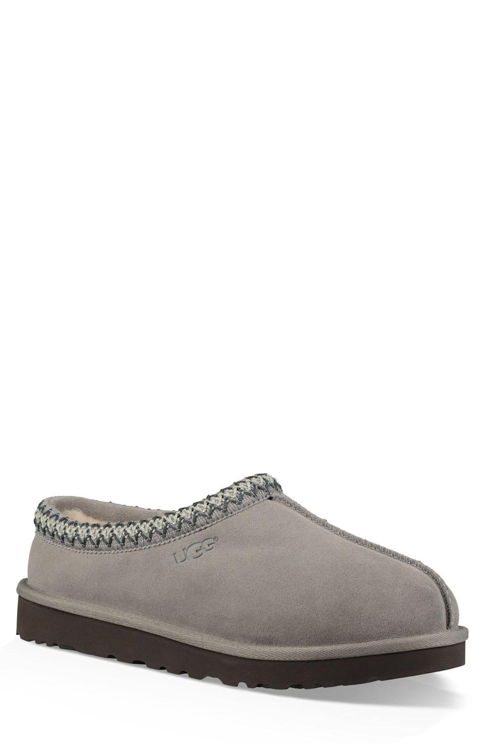 "<p><strong>UGG\u003CSUP\u003E\u003C\u002FSUP\u003E</strong></p><p>nordstrom.com</p><p><strong>$99.95</strong></p><p><a href=""https://go.redirectingat.com?id=74968X1596630&url=https%3A%2F%2Fwww.nordstrom.com%2Fs%2Fugg-tasman-slipper-men%2F2792087&sref=https%3A%2F%2Fwww.menshealth.com%2Ftechnology-gear%2Fg34417533%2Fbest-boyfriend-gifts%2F"" rel=""nofollow noopener"" target=""_blank"" data-ylk=""slk:BUY IT HERE"" class=""link rapid-noclick-resp"">BUY IT HERE</a></p><p>Completely stunted on what to get your boyfriend? Ugg slippers are about as universally loved a gift as it gets. They're comfy, they're cozy, and they're a very good gift. </p>"