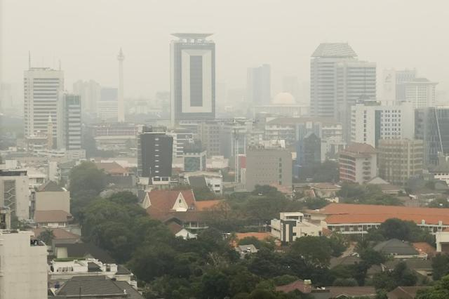 Jakarta is notorious for its air pollution and traffic jams (AFP Photo/BAY ISMOYO)
