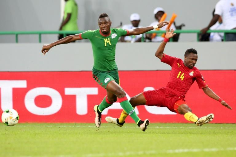 Renaissance Berkane match-winner Issoufou Dayo (L) playing for Burkina Faso against Ghana in the 2017 Africa Cup of Nations