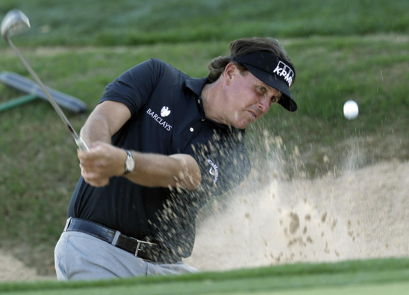 Phil Mickelson makes cut in Texas Open