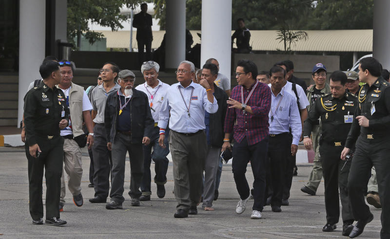 Anti-government protest leader Suthep Thaugsuban, center, along with his supporters arrives for a meeting with Thai armed forces at their headquarters in Bangkok, Thailand, Saturday, Dec. 14, 2013. The Thai military Supreme Command hosted a meeting Saturday in Bangkok wherein the leader of an anti-government protest group was given an opportunity to explain its goals and why they want to oust the caretaker government before upcoming elections. (AP Photo/Manish Swarup)