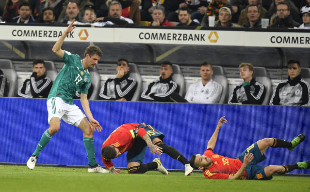 Germany's Thomas Mueller, Spain's Sergio Ramos and Jordi Alba, from left, challenge for the ball during an international friendly soccer match between Germany and Spain in Duesseldorf, Germany, Friday, March 23, 2018. (AP Photo/Martin Meissner)
