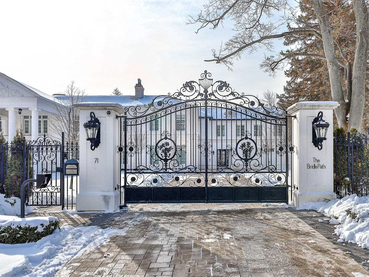 Every mansion needs an iron-barred gate to keep the riff raff out. (Zoocasa)