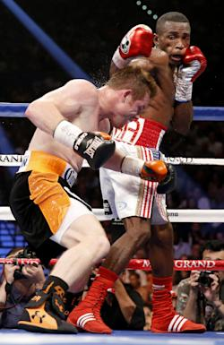 Canelo Alvarez (left) beat Erislandy Lara on two of three judges' cards. (AP)