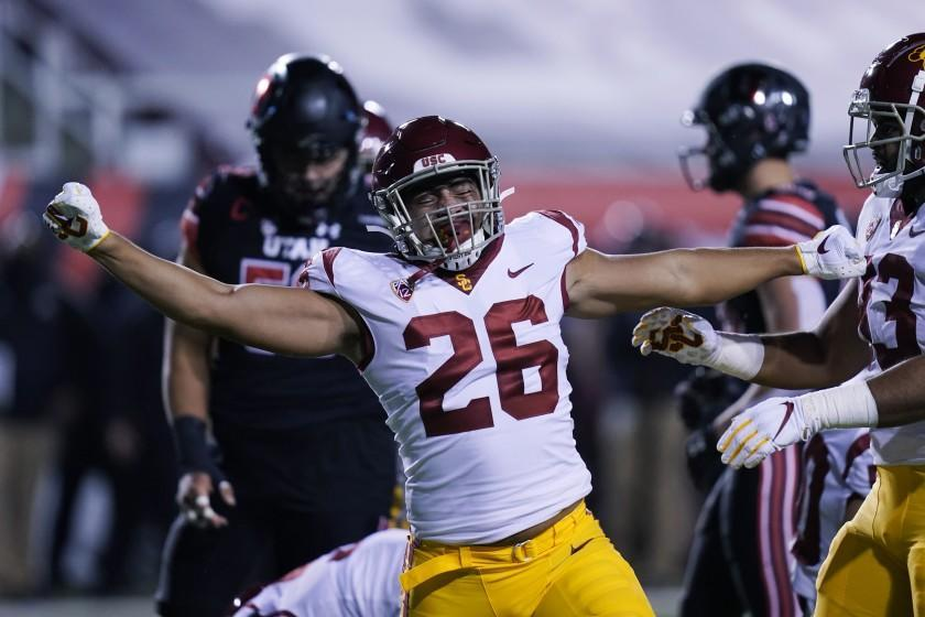Southern California linebacker Kana'i Mauga (26) reacts after making a tackle during the first half.