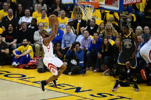 OAKLAND, CA - MAY 22: Chris Paul #3 of the Houston Rockets makes a layup against the Golden State Warriors during Game Four of the Western Conference Finals of the 2018 NBA Playoffs at ORACLE Arena on May 22, 2018 in Oakland, California. (Photo by Thearon W. Henderson/Getty Images)