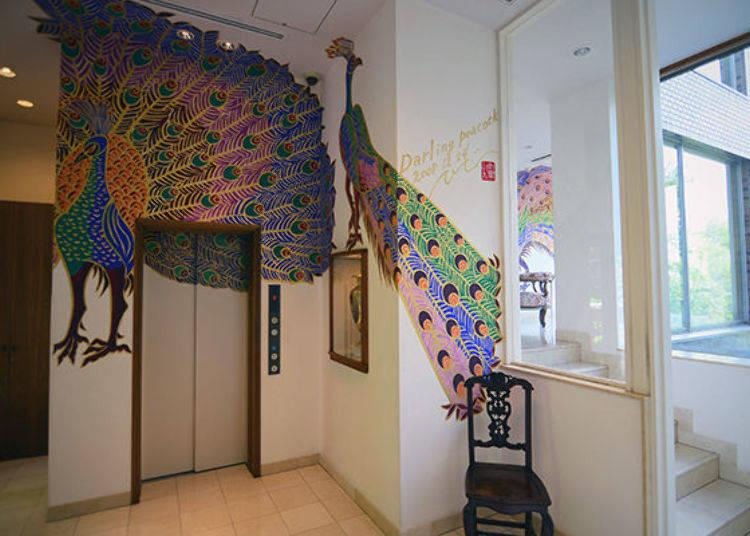 ▲ This is the elevator you take to the guest rooms. The vivid colors of the peacock painting are very impressive.