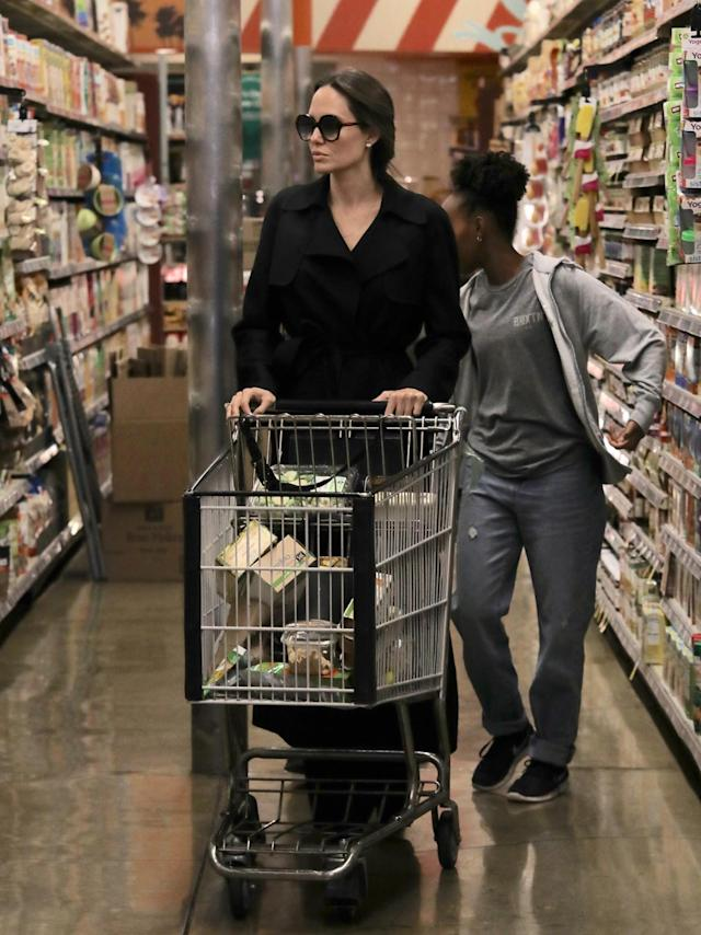 Angelina Jolie grocery-shops with some of her kids, including Zahara Jolie-Pitt, at Whole Foods in L.A. on March 20, 2018. (Photo: Mega Agency)