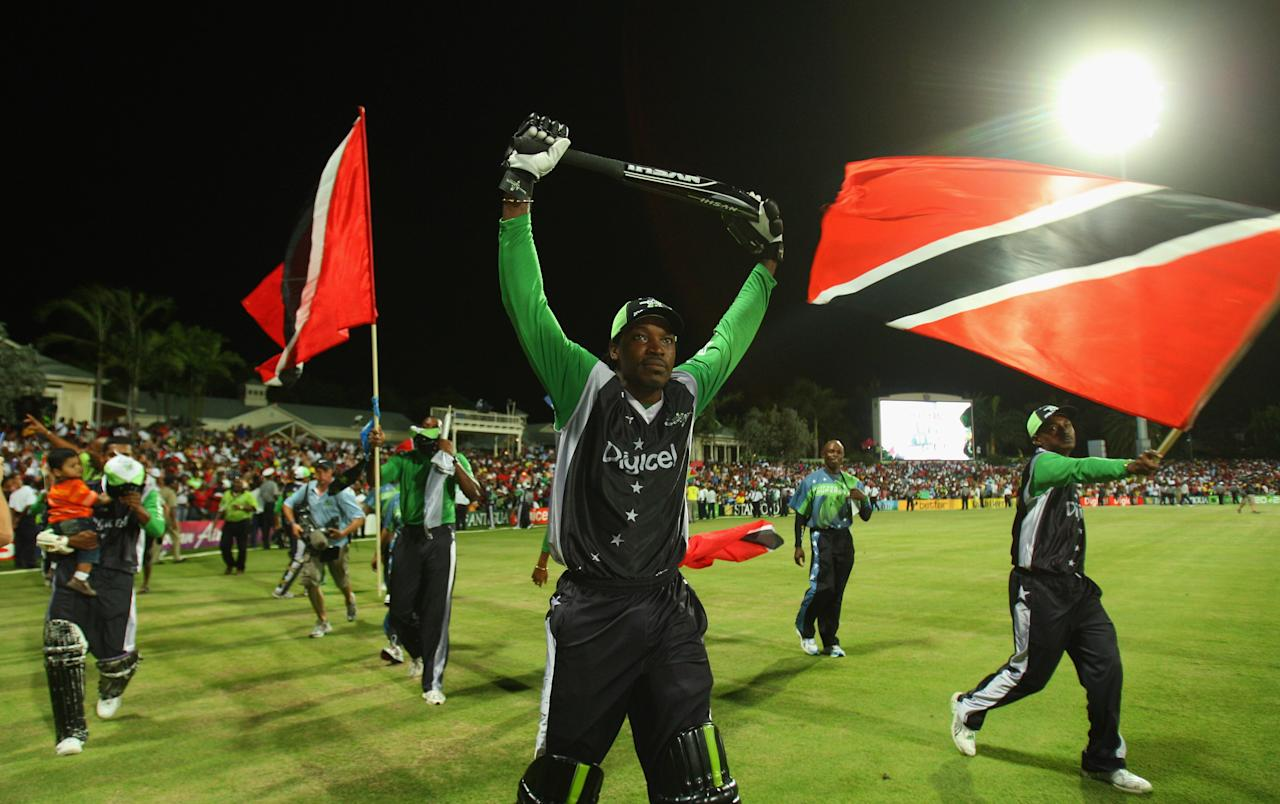 ST. JOHN'S, ANTIGUA AND BARBUDA - NOVEMBER 01: Chris Gayle of the Superstars does a lap of honour during the Stanford Twenty20 Super Series 20/20 for 20 match between Stamford Superstars and England at the Stanford Cricket Ground on November 1, 2008 in St Johns, Antigua. (Photo by Tom Shaw/Getty Images)