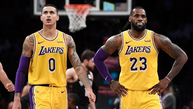 Kyle Kuzma shoves LeBron James to try to get him in