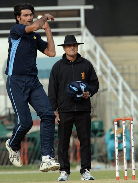 Pakistan fast bowler Mohammad Irfan delivers a ball during a team practice session at the Gaddafi stadium in Lahore on December 17, 2012. A towering man of seven feet one inch, fast-rising Pakistan paceman Irfan often struggles to find bowling shoes that fit and a comfortable bed