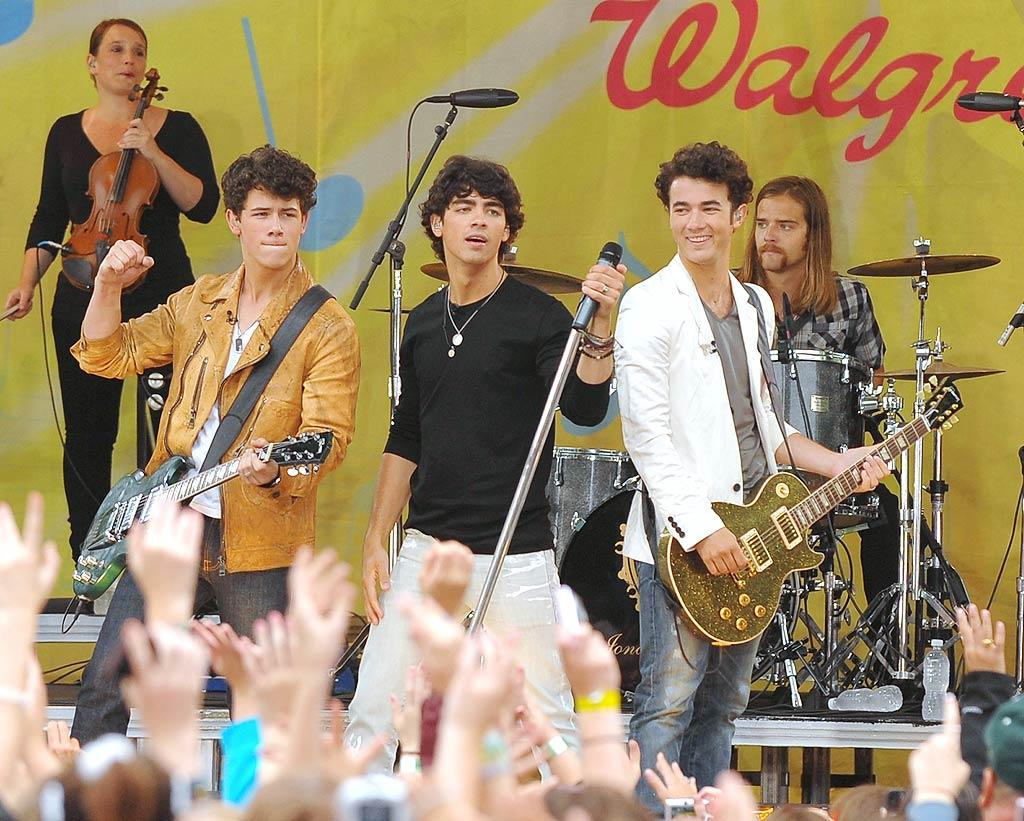 "The Jonas Brothers gave fans a sneak peek at material from their upcoming album, ""Lines, Vines and Trying Times,"" at a free show in New York on Thursday. A day earlier, Nick Jonas was in Georgia, ""reconnecting"" with ex-girlfriend Miley Cyrus, who recently split with Justin Gaston. Dimitrios Kambouris/<a href=""http://www.wireimage.com"" target=""new"">WireImage.com</a> - June 12, 2009"