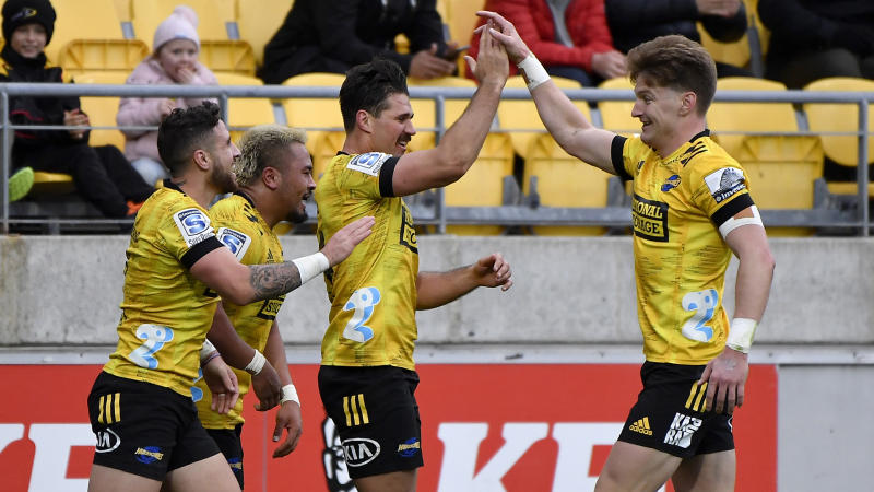 Hurricanes hold off Highlanders for second straight win