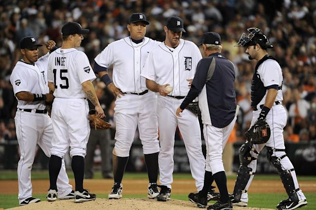 DETROIT, MI - OCTOBER 13: Justin Verlander #35 of the Detroit Tigers is taken out of the game by manager Jim Leyland in the eighth inning of Game Five of the American League Championship Series at Comerica Park on October 13, 2011 in Detroit, Michigan. (Photo by Harry How/Getty Images)