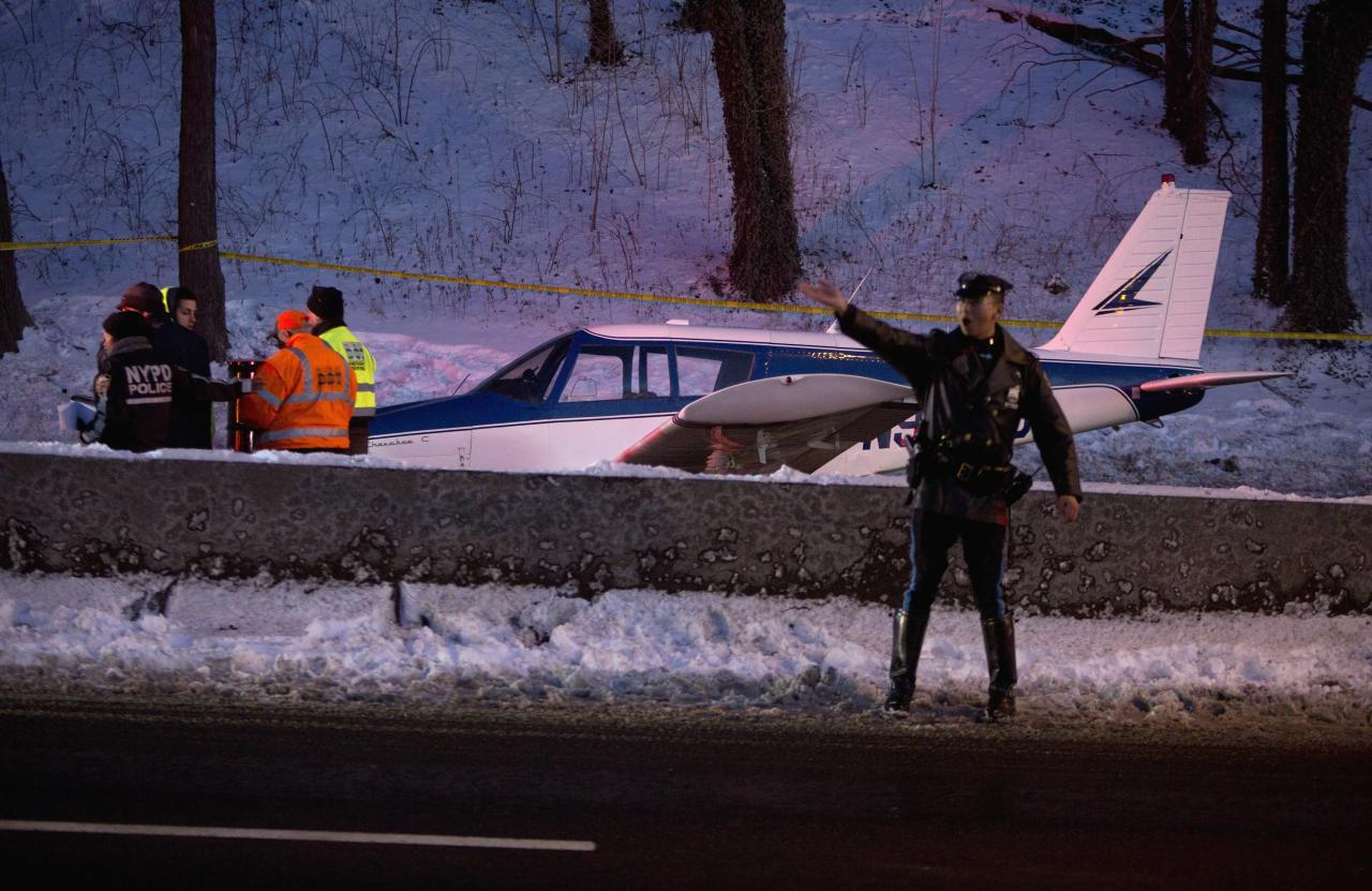 A single engine plane is seen amid vehicle traffic on the Major Deegan Expressway in the Bronx borough of New York January 4, 2014. The small plane landed on the expressway on Saturday afternoon, according to the city's Office of Emergency Management, local news sources reported. Three people were injured but the circumstances surrounding the plane's landing are still unclear, the news sources said. REUTERS/Carlo Allegri (UNITED STATES - Tags: SOCIETY TRANSPORT)