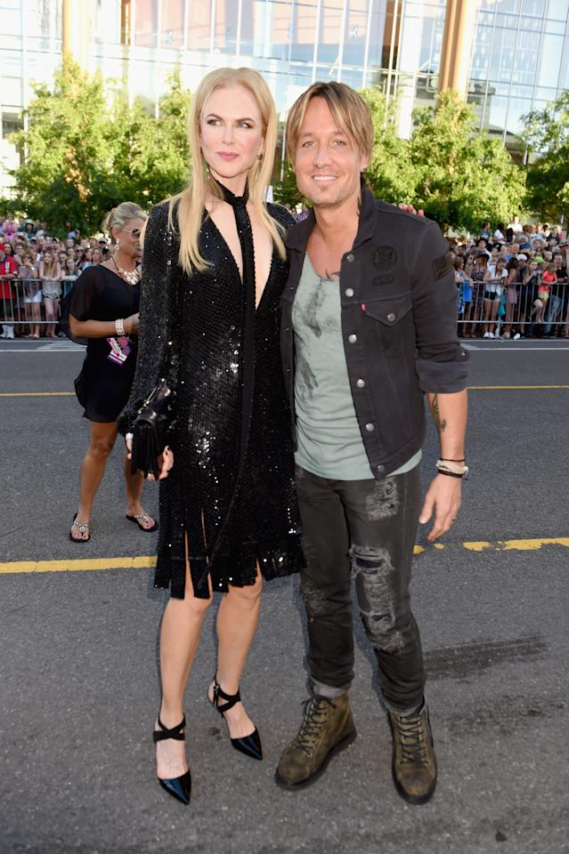 <p>While Nicole Kidman looked like a queen in a black sequin dress and a skinny scarf, her husband Keith Urban kept things casual in ripped jeans and combat boots. <i>(Photo: Getty Images)</i></p>