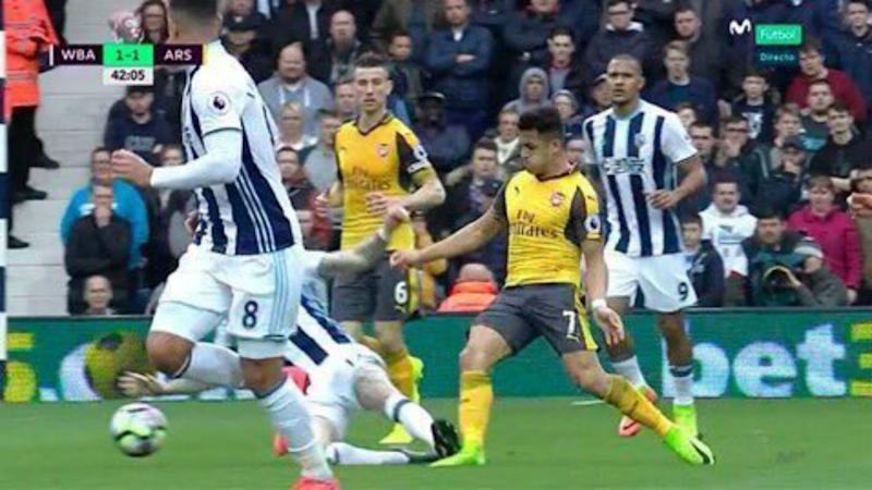 captura TV. Alexis Sánchez ante West Brom