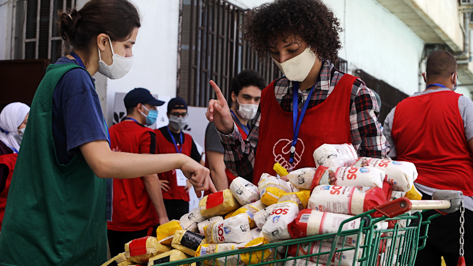 Young volunteers have been distributing donated food aid to needy families during the lockdown