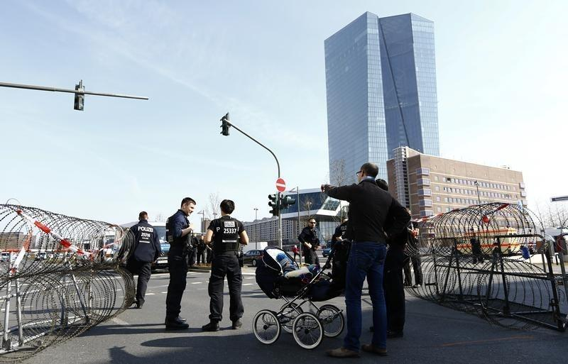 German police officers block access with barbed wire to the European Central Bank (ECB) in Frankfurt