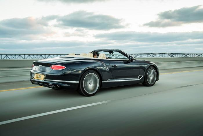 bentley continental gt v8 convertible 8 700x467 c