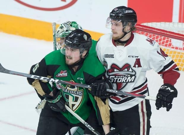 Guelph Storm's Nate Schnarr, right, battles Prince Albert Raiders player Zack Hayes during the 2019 Memorial Cup championship. The 2020 and 2021 tournaments were cancelled because of the pandemic. (Andrew Vaughan/Canadian Press - image credit)